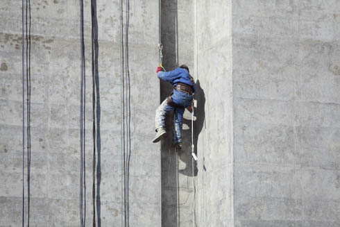 Услуги промышленных альпинистов спил деревьев